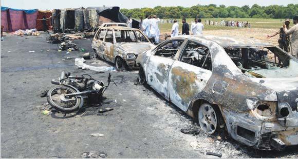 ایل پی جی ٹینکر الٹنے سے دھماکا، 200 گاڑیاں جل گئیں